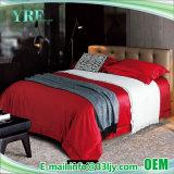 寝室のデラックスなカスタマイズされた100%年の綿の赤の寝具