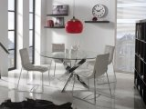現代円形のガラス上のダイニングテーブルのステンレス鋼の十字の足および4脚のビロードの椅子