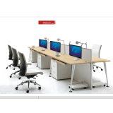 Sitio de trabajo del ordenador de la persona de la oficina 6 con la silla de eslabón giratorio