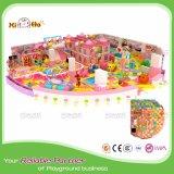 Unterhaltungs-Mitte der Kinder mit interessanten spielenden Feldern