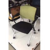 ネスティング大学オフィスの会議の会合のトレーニングの網の椅子