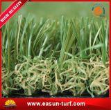 Hierba artificial plástica de la buena calidad para el jardín de interior