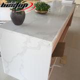 Costo bianco colorato della pietra del quarzo dei controsoffitti della cucina di colore delle vene grigio-chiaro