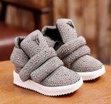 新しいデザインは暖かい靴の子供のブートをからかう