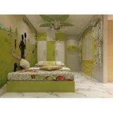 경첩을 단 옷장건축하 에서 높은 광택 있는 래커 녹색과 백색 색깔