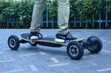 Piatto di bambù a quattro ruote fuori dal motore doppio elettrico del pattino della strada