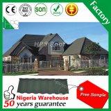 Mattonelle di tetto di pietra all'ingrosso del metallo del rivestimento fatte in Cina