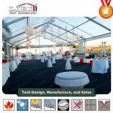 Tenda foranea trasparente di cerimonia nuziale con tutte le decorazioni