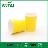 Acanalados disponibles respetuosos del medio ambiente quitan las tazas de café del papel de empapelar de la ondulación