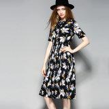 花柄ボタンダウンのプリーツをつけられたLace-upカラー女性のパーティー向きのドレス