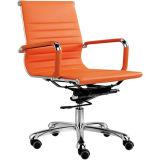 Chaise blanche arrière de bureau de pivot de chaise d'Eamse de milieu (FOH-MF11-B09)