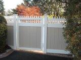 La porte de la vie privée piquet de clôture en plastique avec le haut
