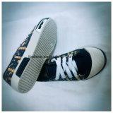 注入PVC子供の靴の人の靴の女性の靴の平らな靴のズック靴