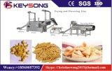 Weizen-Mais-Mehl-Imbiß, der Maschine brät