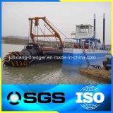 川の砂鉱山の浚渫船のボート