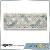 Il bordo antico del fiore copre di tegoli la decorazione di marmo del bordo del mosaico