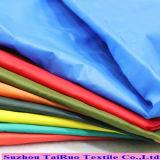 Tafetán de nylon con abajo revestido brillante de la PU para las chaquetas
