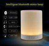 Regulable LED lámpara de mesa con puerto de carga USB