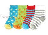Яркий теплый носок младенца OEM цвета