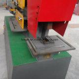 Macchina per forare di taglio e dell'operaio idraulico del ferro