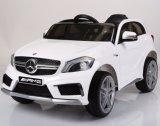 Conduite autorisée de benz de Mercedes de gosses sur le véhicule de jouet