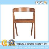 Mesa moderna de mesa de madeira e cadeira rústica