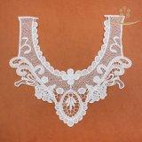 Zone del collo modellate merletto floreale bianco operato di motivi L60016 per vendita di riserva