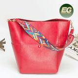 Le sac de main de femmes de sac d'emballage de Madame Leather de mode d'OEM stigmatise le sac à main de sacs avec la courroie colorée Emg5010