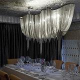 現代ふさのペンダント灯のアルミニウムチェーンシャンデリアの照明