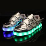 Ténis de grossista de intermitência luminosa Branca Tenis calçados com luzes LED TPR Sole