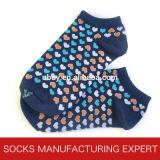 Chaussette causale colorée du coton des femmes