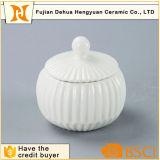 Cristal de azúcar en la Olla de cerámica blanca para la decoración del hogar