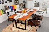 나무 땡땡 울리는 테이블 및 의자 세트를 식사하는 금속 다리