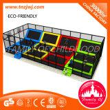 Trampolino della strumentazione di forma fisica del parco di divertimenti dei bambini con la rete di sicurezza