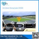 Sopra il vicolo di velocità che mantiene il sistema di allarme d'avvertimento anticollisione di sicurezza dell'automobile