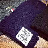 冬の容易な基本的な編む編まれた帽子