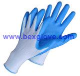 Нитриловые перчатки в саду, отделка из пеноматериала