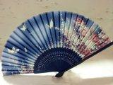 De hete Verkopende Vouwbare Ventilator van het Bamboe van de Hand van de Zijde