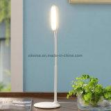 Stilvolle moderne justierbare LED-Tisch-Lampe