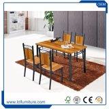 Vector de cena de madera del rectángulo plegable con 4 sillas