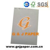 Revestido de buena calidad de la tarjeta de color en la hoja de papel