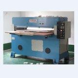 Máquina cortando de lavagem hidráulica da esponja
