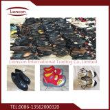 人の革靴はアフリカにエクスポートされた靴を使用した