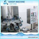 炭酸塩化されるアルミ缶は充填機械類を飲む