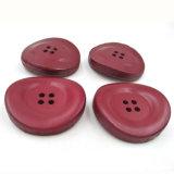 Le cuir rouge irrégulier a couvert le bouton de 4 trous pour des couches