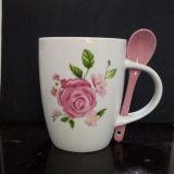 tazza di ceramica della decalcomania dell'OEM 12oz con il cucchiaio in maniglia