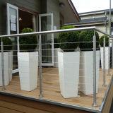 デザインを囲う現代安全デッキの柵ワイヤー