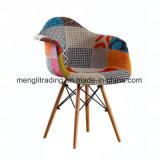 Ems-Aufenthaltsraum-Stuhl armiert Stuhl-Sitzhölzernes Bein-Dübel-Bein-Unterseite geformten Plastik