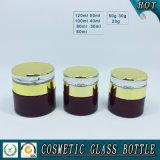 Bottiglie cosmetiche di vetro rosse del cilindro e vasi crema