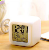 Ilumina el cambio de color LED Digital Travel Alarm Clock